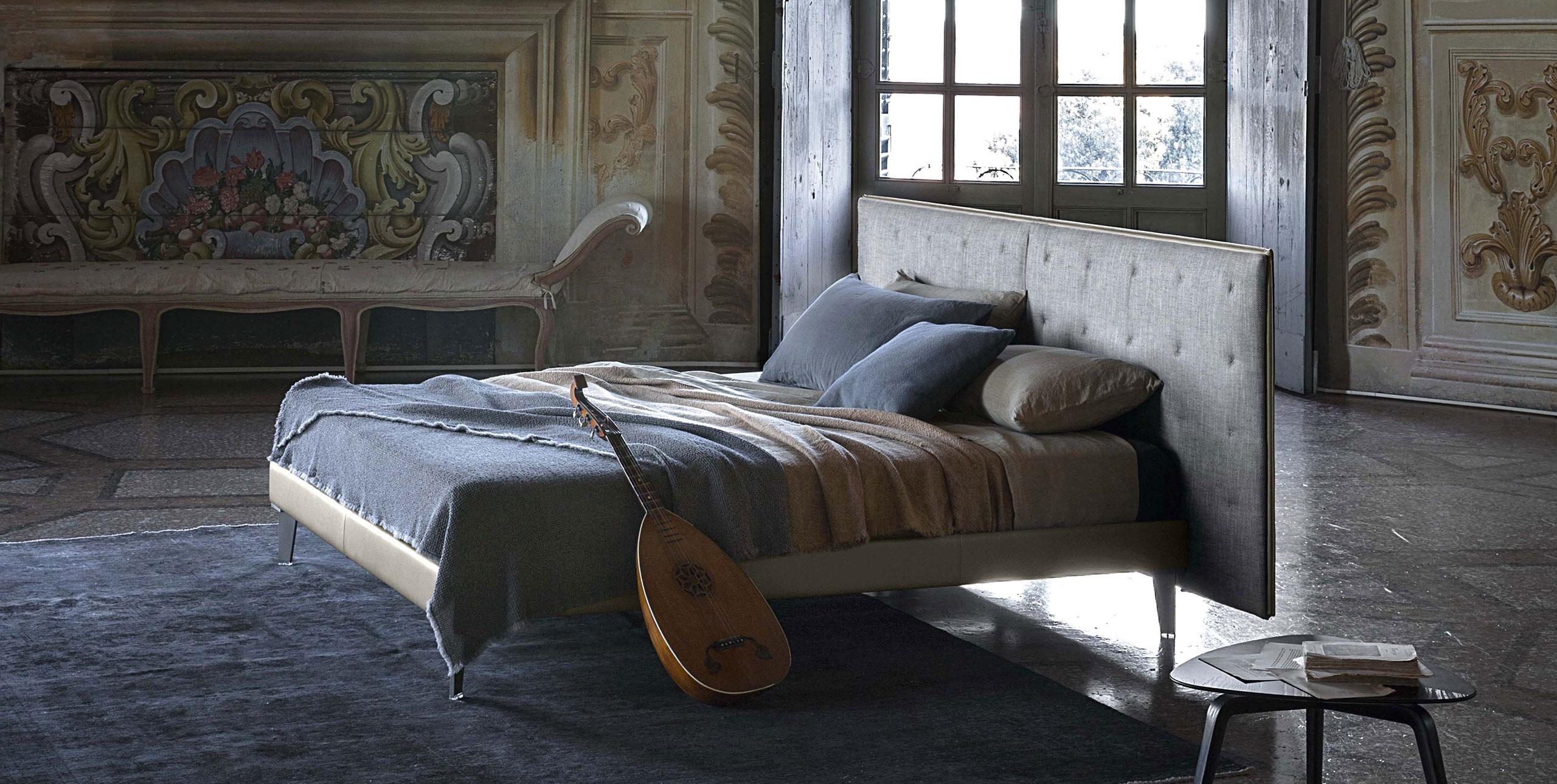 Letto gran torino bed di poltrona frau design jean marie for Poltrona torino