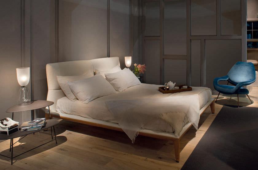 Letto giselle di poltrona frau design mario ferrarini for Design vip chambre mario jean