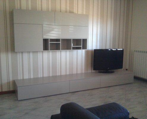 Arredatore interni zona giorno di un appartamento Mosca - parete attrezzata poliform - zona living