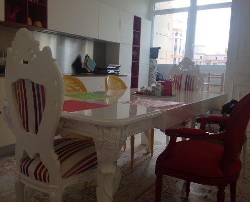 Arredatore interni zona giorno di un appartamento Mosca - sgabelli modello ICS Design Rodrigo Torres di Poliform