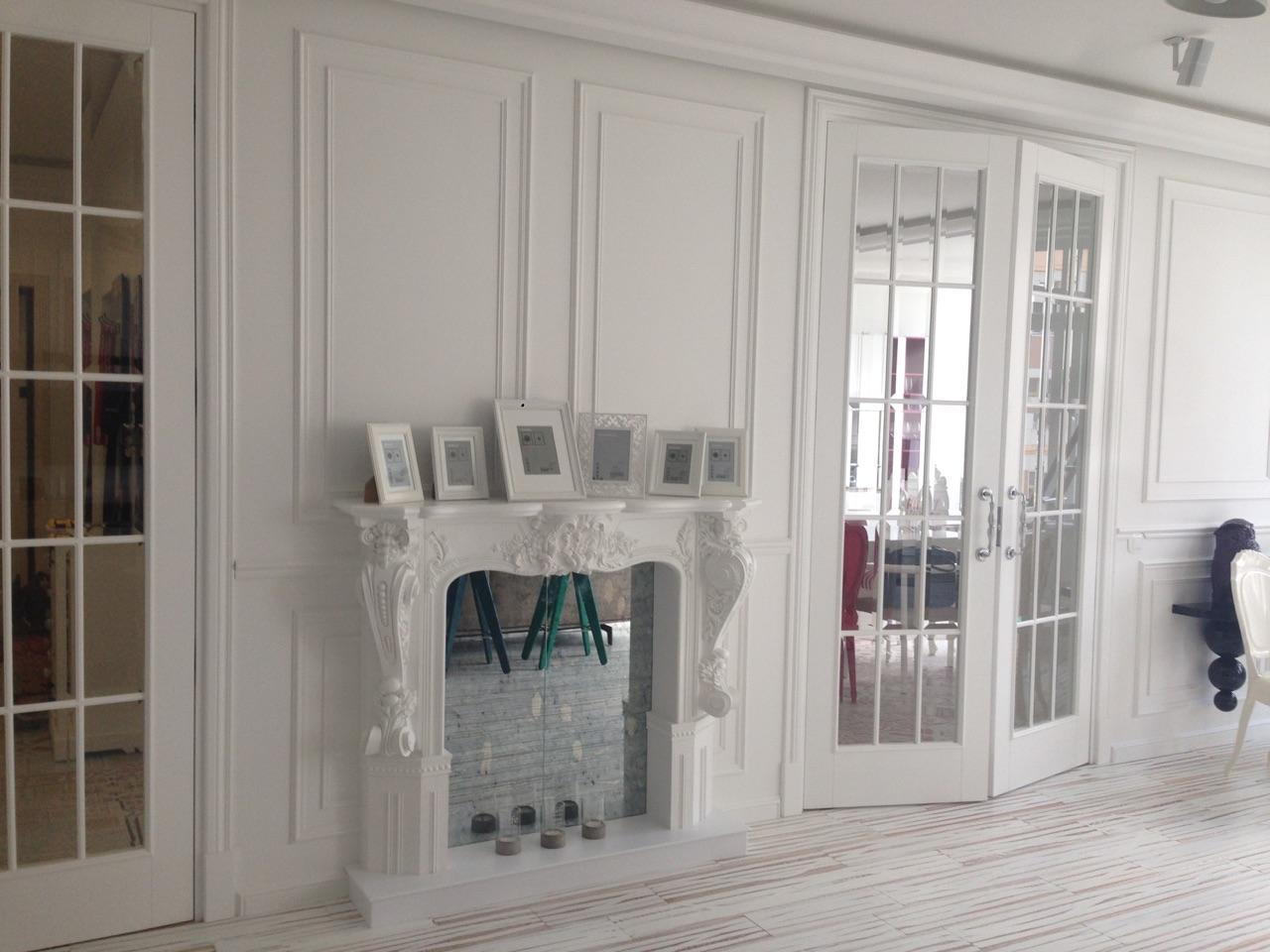 Arredatore interni zona giorno di un appartamento mosca for Appartamento design interni