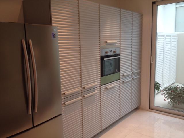 Realizzazione cucina raffinata minimalista cinque terre for Arredatore di design