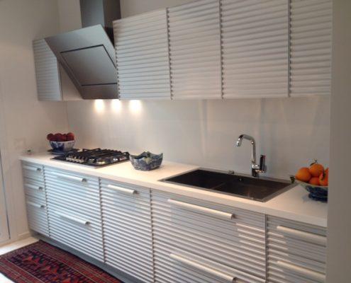 cucina raffinata e minimalista Cinque Terre di Schiffini - design Vico Magistretti