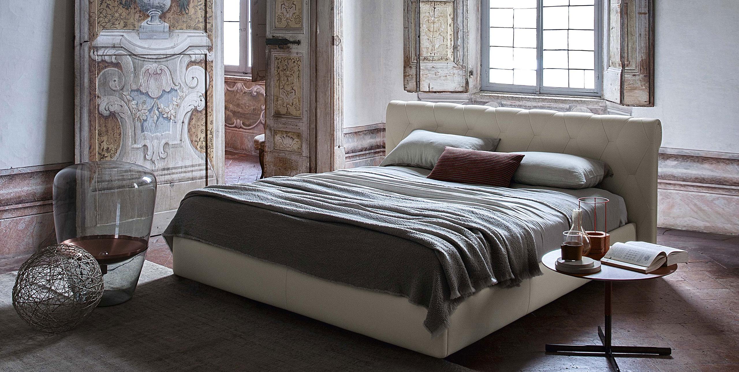 Letto bluemoon di poltrona frau design roberto lazzeroni arredamento design - Poltrona camera da letto ...
