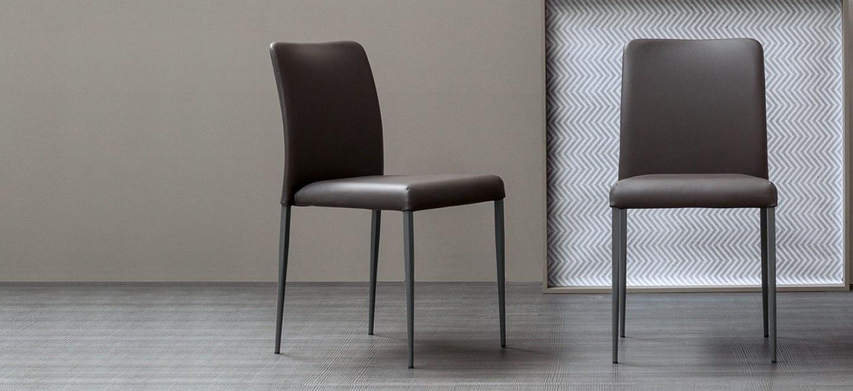 Sedia deli imbottita marrone arredamento design for Sedia design marrone