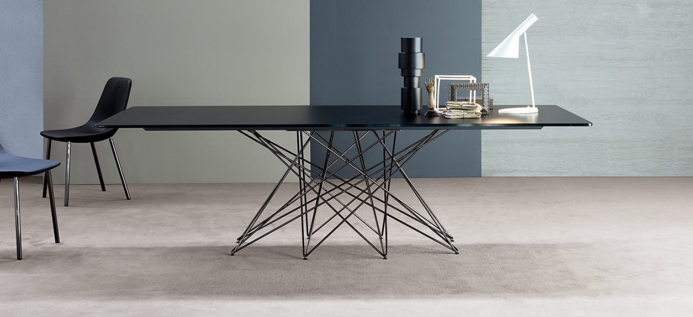 Tutti a tavola tavoli e sedie nel design arredamento - Tavolo cristallo design ...
