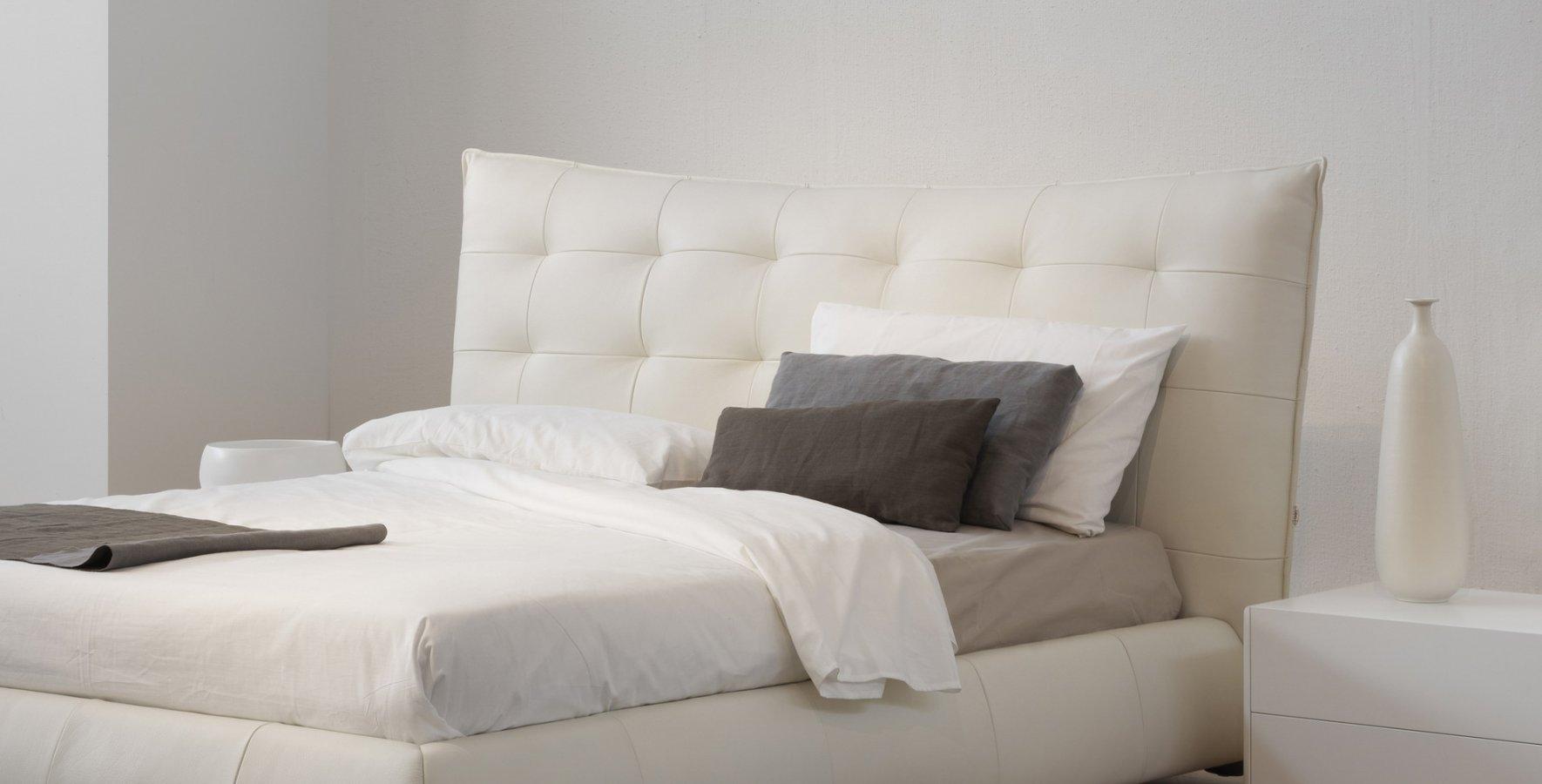 Letto mara di falegnameria1946 design falegnameria1946 arredamento design - Letto pelle bianca ...